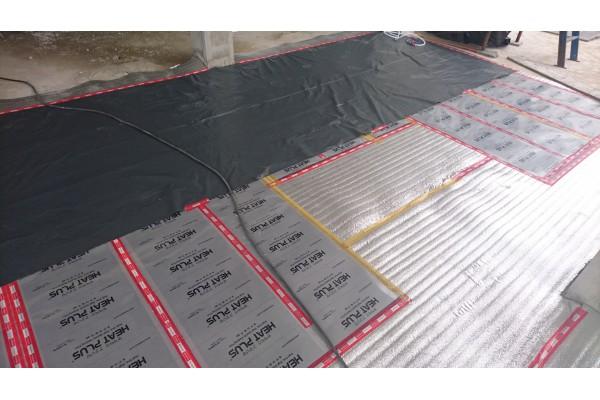 Инфрачервеното отоплително фолио в бетонна замазка